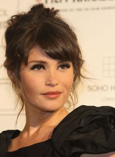 I have major hair envy right now. This lady, a lovely actress named Gemma Arterton who's in the upcoming Prince of Persia movie with Jake Gyllenhaal, has the exact hair I picture myself with today… Hairstyles With Bangs, Pretty Hairstyles, Wedding Hairstyles, Gemma Christina Arterton, Gemma Arterton, Hair Day, New Hair, Hair Inspo, Hair Inspiration