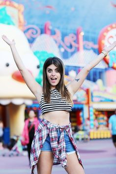 The crop-top become dangerous trend this summer! There is no need to take