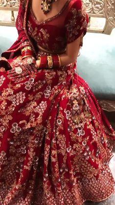 Wedding Lehenga Designs, Designer Bridal Lehenga, Indian Bridal Lehenga, Pakistani Bridal Dresses, Indian Bridal Photos, Indian Bridal Outfits, Indian Bridal Fashion, Indian Bridal Wear, Beautiful Indian Brides