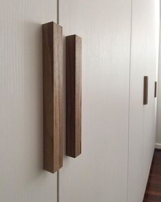 The Tri-pull handle in walnut. A versatile triangular pull which works well in all timbers. Wooden Cupboard, Cupboard Handles, Wooden Drawers, Kitchen Handles, Drawer Handles, Wooden Handles, Wooden Doors, Pull Handles, Wardrobe Interior Design