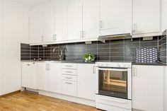 Kök. Skagafjordsgatan 10, 3 tr, Kista gård, Stockholm - Fastighetsförmedlingen för dig som ska byta bostad #nytthem #lägenhet #boende #kista