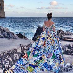 Dolce & Gabbana dedicate this amazing dress to the beautiful Sicily