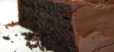 Die geheim van 'n klam sjokolade-koek is in die vervanging van botter met olie. Baking Recipes, Cookie Recipes, Dessert Recipes, Desserts, Kos, No Bake Chocolate Cake, Chocolate Coffee, Ma Baker, Fudge Frosting