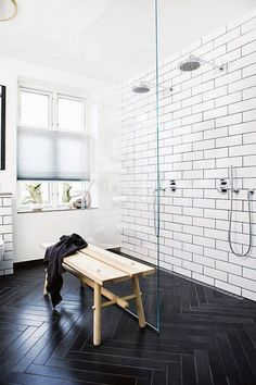 bathrooms_with_white_subway_tile_14