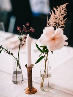 Flower Decorations, Table Decorations, Seasons Of The Year, Simple Flowers, Wedding Reception, Candles, Home Decor, Marriage Reception, Decoration Home