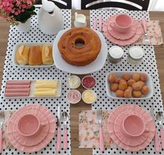 An afternoon tea for three Food Decoration, Table Decorations, Food Platters, Easy Home Decor, Dinner Table, Food Presentation, Afternoon Tea, Tea Time, Buffet