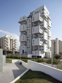 Built by Ami Shinar – Amir Mann in Holon, Israel with date 2013. Images by Dana Polo. The basic concept behind the Z Design building, located next to Design Museum Holon (by Ron Arad), is the expression ...