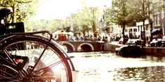 #Ámsterdam cuenta con unos 100 kilómetros de canales, más de 1500 puentes y está formada por unas 90 islas. http://www.viajaraamsterdam.com/canales-de-amsterdam/ #turismo #viajar #Holanda
