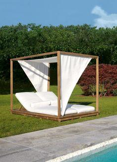 Letto da giardino matrimoniale in legno a baldacchino EXIT Collezione Exit Line by Colico | design Giovanna Azzarello