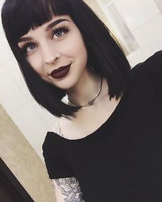 I finally made up my mind and this hair is making a comeback and it's gonna be sooner than later ‍♀️ What's the one thing you're always indecisive about? I can't deal with hair choices and pizza toppings Cabello Pin Up, Hair Inspo, Hair Inspiration, New Hair, Your Hair, Mia Wallace, Grunge Hair, Hairstyles With Bangs, Dark Hair