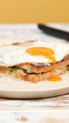Smoked Salmon and Spinach Croque Madame is part of food_drink - The OG grilled cheese gets a delicious twist Croque Madame Recipe, Plats Healthy, Tasty, Yummy Food, How To Make Salad, Salmon Recipes, Delish, Sandwiches, Brunch