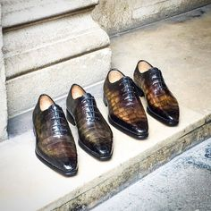 Handcrafted alligator Oxford office dress shoes for men. These shoes are best for office use. It can give you the office goals and enhance the personality of the user. Brogues, Loafers Men, Men's Shoes, Dress Shoes, Shoes Men, Derby, Monk Strap Shoes, Shoes With Jeans, Office Dresses