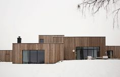 An hour north of Oslo, located on a majestic hill side facing the Norwegian woods and Mjøsa lake, lies the Gjøvik house; a modern and minimal cluster house created by Norm Architects.