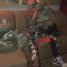 LungZzZ ⛈⛈⛈ finally a photo with my true friends. Gangsta Girl, Fille Gangsta, Girl Smoking, Smoking Weed, Hood Girls, Thug Girl, Trippie Redd, Manicure Y Pedicure, Weed