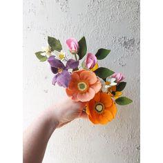 Spring has sprung, y'all! Nothing but flowers blooming around here! Side note: my allergies are killing me  #handmade #feltcraft #feltflowers #flowercrown #flowermagic #spring #dsfloral #dstexture #dslooking #poppies #iris #sweetpea #flowers
