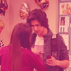 Awww I love how Tori and Beck Victoria and Avan are looking at eachother