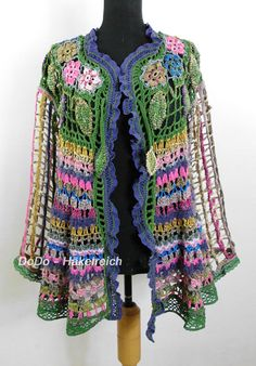 Cool Hippie jacket with intricate Details and striking materials and Patterns. For an decorative In and simple Unterneath. Super for a Jeans out fit! The mesh sleeves are made of silk. Here also the material of the jacket ist back. Maintain at 30 degrees. With or without al belt - a
