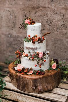 Loren Brand Cakes Autumn semi naked wedding cake with flowers and fruit Photos by Zoe Blue Poppy Florist Wedding Cake Rustic, Fall Wedding Cakes, Wedding Cakes With Flowers, Wedding Cake Designs, Wedding Cake Toppers, Naked Wedding Cake With Fruit, Wedding Tables, Bolo Nacked, Naked Cakes