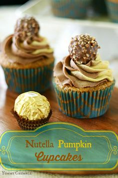 Nutella Pumpkin Cupcakes with Pumpkin and nutella swirled buttercream frosting - www.yummycrumble.com