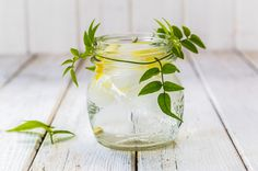 Morning Lemon and Mint Detox Water - Make this 3-ingredient water part of your morning routine. Be sure to use room temperature water. #detoxrecipes #cleanserecipes