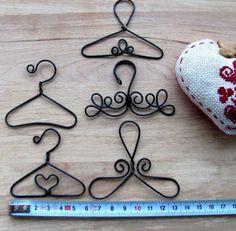 sada ramínek - 5 ks / Zboží prodejce Metudka | Fler.cz Wire Crafts, Diy And Crafts, Wire Art, 9 And 10, Diy Projects, Craft Ideas, Little Cottages, Handyman Projects, Diy Ideas
