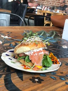 Bagels mooi Bagels, Salmon Burgers, Hamburger, Sandwiches, Ethnic Recipes, Food, Roll Up Sandwiches, Salmon Patties, Meal