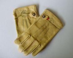 Vintage wells Lamont used for most nightmare on elm street movie gloves. Freddy Kruger Costume, Nightmare On Elm Street, Freddy Krueger, Wells, Movie, Costumes, Leather, Vintage, Fashion