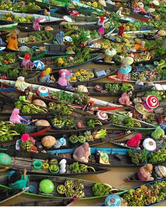 Pasar terapung banjarmasin (Floating Market) Indonesia by - Thailand Floating Market, Floating Flowers, Destination Voyage, Mass Market, Cultural, Flower Market, What A Wonderful World, Wonderful Places, Travel Abroad