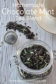 Satisfy a sweet tooth and the tea lover on your gift list with this homemade chocolate mint tea blend that is sure to satisfy and warm on a cold day. Homemade Tea, Homemade Chocolate, Mint Chocolate, Tea Recipes, Raw Food Recipes, Tea Blends, Drinking Tea, Herbalism, Herbal Teas