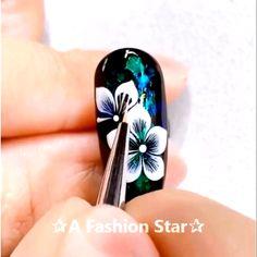 Nail Ideas Discover Nail Art A Fashion Star Rose Nail Art, Floral Nail Art, Rose Nails, Flower Nails, Nail Art Designs Videos, Nail Art Videos, Fingernail Designs, Nail Art Hacks, Nail Art Diy
