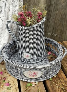 Home Crafts, Diy And Crafts, Cheer Up Gifts, Dream Catcher Craft, Paper Weaving, Newspaper Crafts, Basket Decoration, Paper Straws, Rustic Style