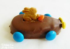 OMG! This is the cutest #Easter dessert  I have seen!Easter Bunny Reese's Egg Cars