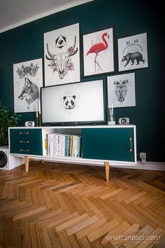 Zdjęcie numer 5 w galerii - Metamorfoza salonu - drobna zmiana, wielki efekt Furniture Update, Funky Furniture, Upcycled Furniture, Furniture Makeover, Vintage Furniture, Interior Design Living Room, Living Room Decor, Bedroom Decor, Retro Sideboard