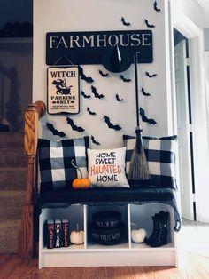 Decorating for Halloween, in the last 2 years or so I've enjoyed playing it up around my home. Halloween decor can sometimes be extremely subtle. If you want to add the spirit of this holiday into your living room decor… Continue Reading → Halloween 2019, Spooky Halloween, Holidays Halloween, Halloween Crafts, Happy Halloween, Halloween Party, Diy Halloween Home Decor, Halloween Cookies, Halloween Dekoration Party