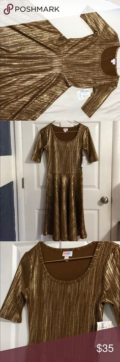 NWT Lularoe Nicole Dress Dress has a fitted bodice, flattering scoop neck, mid-length with a full circle skirt. Never worn, has a gold pattern as shown. Great for any holiday party! Make me an offer ☺️ LuLaRoe Dresses