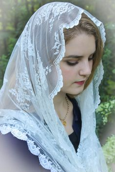"Evintage Veils ~""Our Lady of Charity"" Ivory Lace Infinity Mantilla Chapel Veil…"