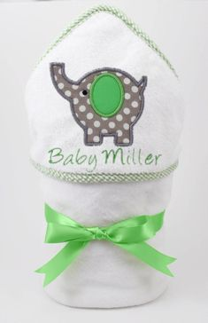 This green and gray polkadot elephant hooded towel is personalized for your special little one. The colors are gender neutral, making it perfect for a baby boy or girl. These monogrammed towels are the hit of every baby shower! Unisex Baby Gifts, Personalized Baby Gifts, Baby Motiv, Baby Shower Themes Neutral, Baby Elefant, Elephant Baby Showers, Elephant Bath, Elephant Theme, Shower Bebe