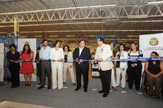 El Gobernador de Veracruz, Javier Duarte de Ochoa, inauguró la unidad Walmart en playa norte.