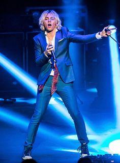 Pop Sensations R5 perform at The Venetian Las Vegas (Photo credit: The Venetian Las Vegas).