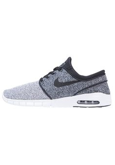 da7935518bf Balenciaga Triple S sneaker met suède details | Gifts inspiration ...