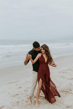 Neha + Amit – Santa Monica Beach Couples Shoot — California Wedding and Elopement Photographer - Verlobungsfotos Photos Couple Plage, Couple Beach Photos, Beach Engagement Photos, Photo Couple, Couple Shoot, Romantic Beach Photos, Romantic Gifts, Santa Monica, Summer Couple Pictures