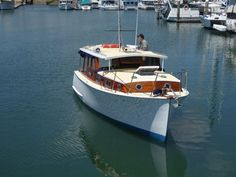 Halvorsen 26 Cruiser. Classic river/bay cruiser by Halvorsens    Has never been in a hire fleet    Complete restoration carried out by Searles boat