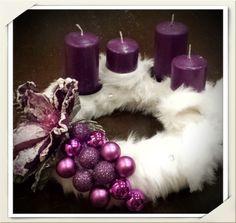 Adventskranz Puschelkranz aus Fellimitat mit lila Weihnachten Kranz
