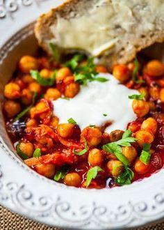 Curry z ciecierzycy w pomidorach - etap 1