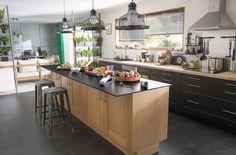 Une cuisine bistrot ouverte dotée d'un large îlot central - 15 cuisines esprit bistrot - CôtéMaison.fr