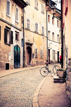 lubliana, Slovenia..cobblestone streets. Need to go back to visit my family !!