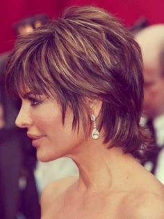 Lisa Rinna short hair | http://impressiveshorthairstyles.blogspot.com