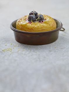 KME Studios - Klaus Einwanger Photographer, Foodphotographer, Foodphotographer, Food Photos, little Cake with Blackberries #food #photography
