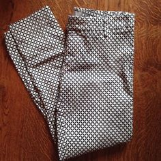 Gap Cropped Pants Patterned slim cropped pants from Gap. Tight fitting, stretch pants. GAP Pants Ankle & Cropped