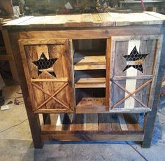 Country Jelly Cabinet Made From Pallets   ----   #pallets  #palletproject
